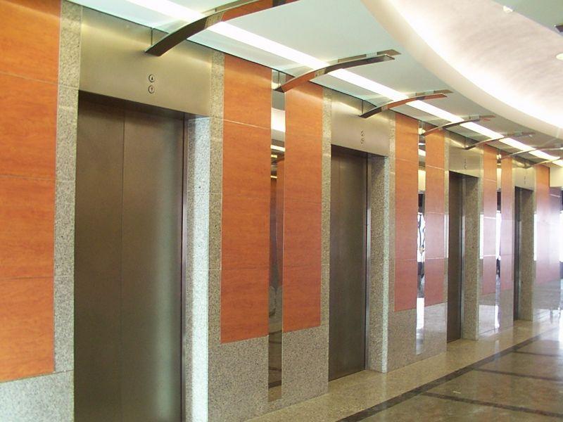 Elevators-at-Kingdom-Centre-Riyadh_tn.jpg